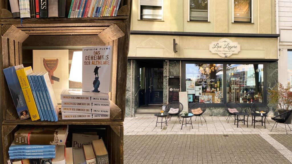 """Bücherregal mit """"Das Geheimnis der Alchemie"""" von Patrick Plewe im """"Lax Legere"""""""